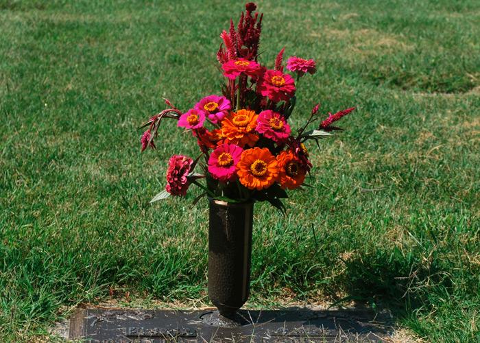 Jardineras-de-flores-para-difuntos